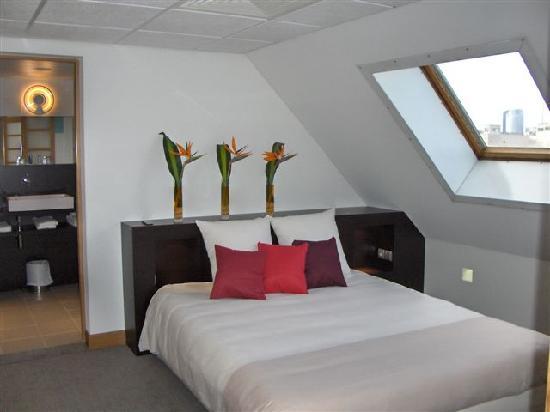 Lit picture of novotel paris suresnes longchamp suresnes tripadvisor - 7 rue du port aux vins 92150 suresnes ...