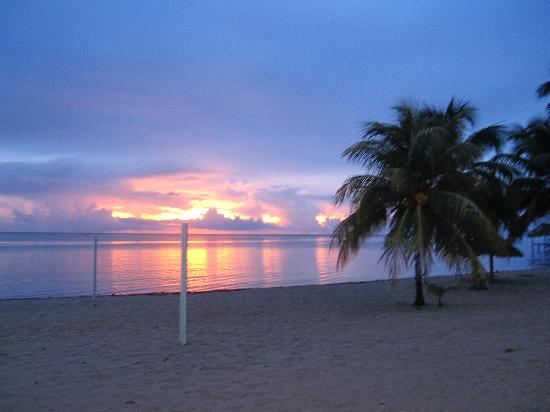 Caribbean Shores Bed & Breakfast: Sunrise