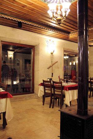 SOS Restaurant & Cafe: interior