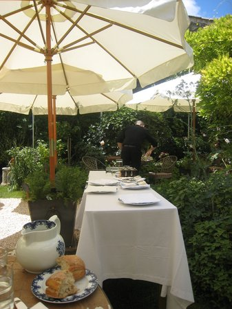 Restaurant Clair de Plume Gastronomique : a view of the garden