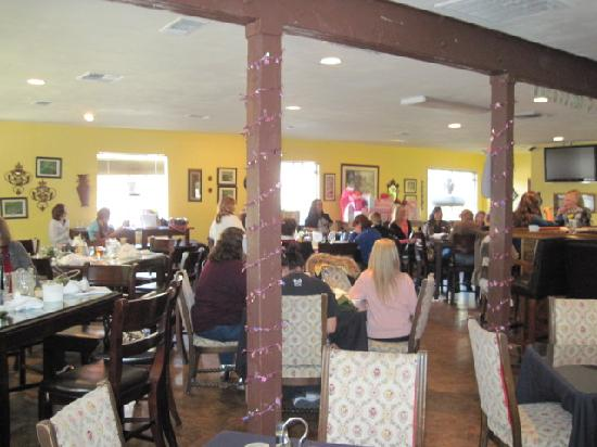 The Power Club Restaurant : the inside is so tastefully decorated