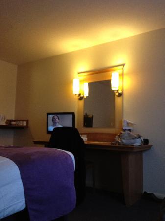 Premier Inn London Greenford Hotel: Lighting around the Mirror, plus TV