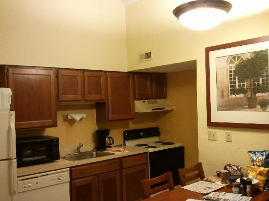 Residence Inn Cincinnati North / Sharonville: Kitchenette