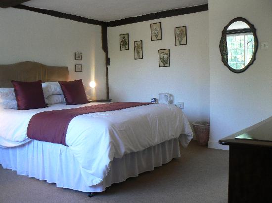Tudor Cottage Bed and Breakfast : Bedroom 'Ashley'