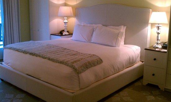 Omni Bedford Springs Resort: bed