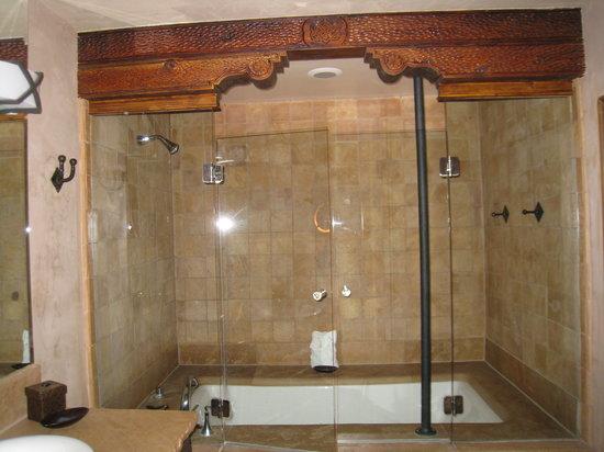 El Monte Sagrado: Bath room
