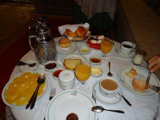 Al Fassia Aguedal: L'abbondante colazione (in questo caso al coperto)