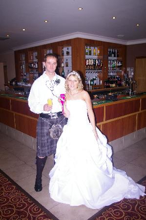 The Gilvenbank Hotel: happy couple and the bar