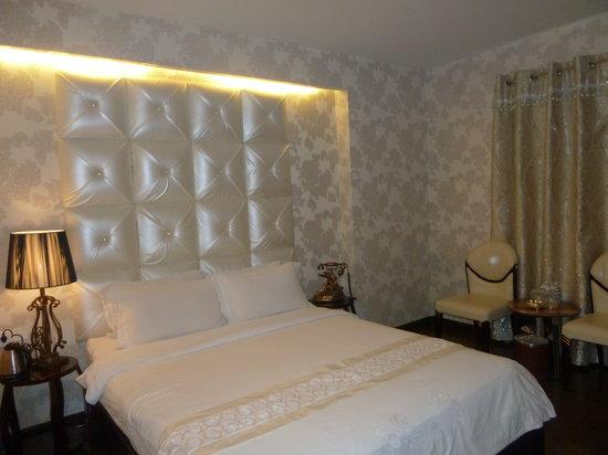 A&EM  Hotel: Executive Double Room