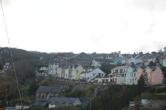 The Cambrian Hotel - B &B, Pub and Restaurant: View from the harbour towards the New Quay access roads!
