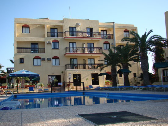 Platomare Hotel Apartments: Main Block from Pool