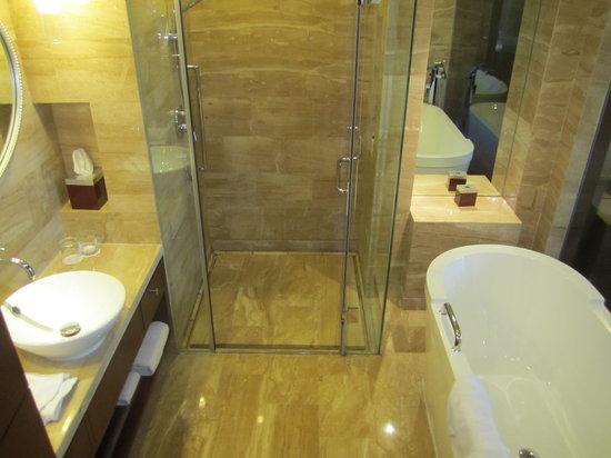 بكين ماريوت هوتل نورث إيست: bathroom inside
