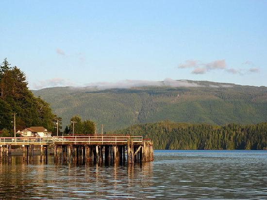 Alert Bay Cabins: Alert Bay Dock