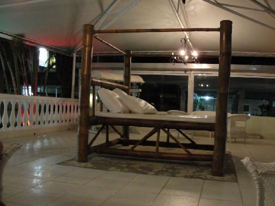 Hotel Don Quijote: terraza sector piscina grande