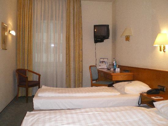 Favored Hotel Domicil: Doppelzimmer 105