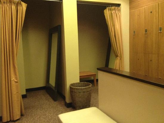 Senses Spa & Salon : Ladies dressing area