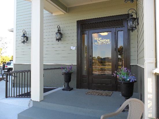 30A Suites: Entrance to building