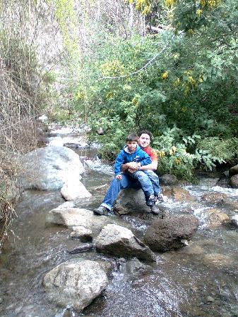 Cascada de las Animas: Posando en el río