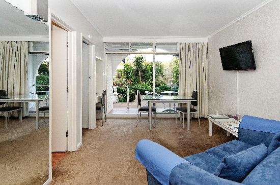 Aarangi Motel: lounge