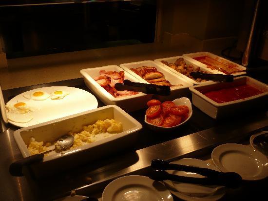 Premier Inn London Victoria Hotel: petit déjeuner trés copieux