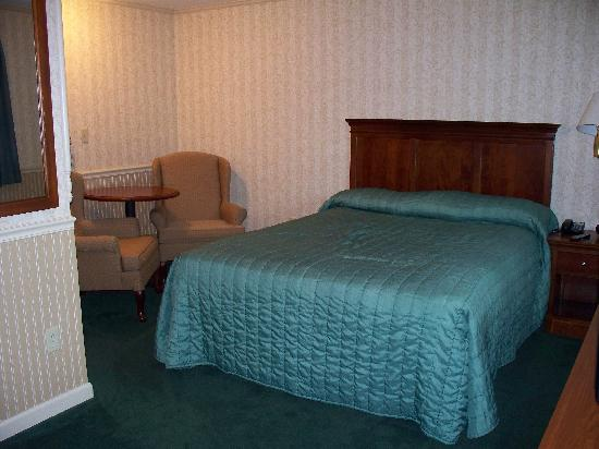 Wellsboro, PA: One queen bed, 1st floor