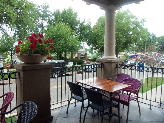 Boulevard Inn: Balcony off of restaurant