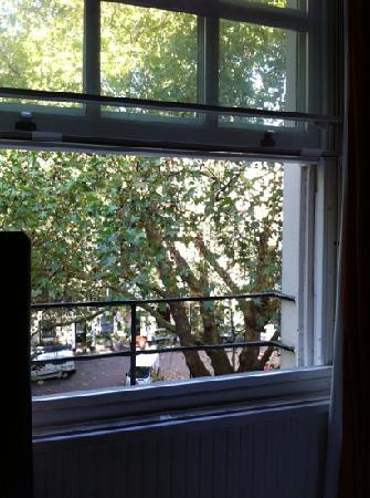 โรงแรมโรดส์: window view