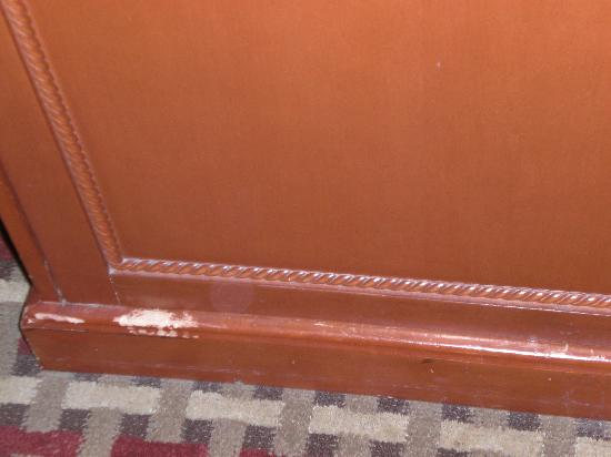 Baymont Inn & Suites West Lebanon: One example of scratched furniture, room 212