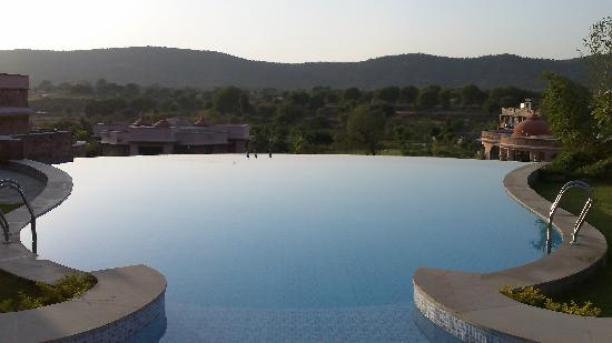 Tree of Life Resort & Spa Jaipur: Pool sunset