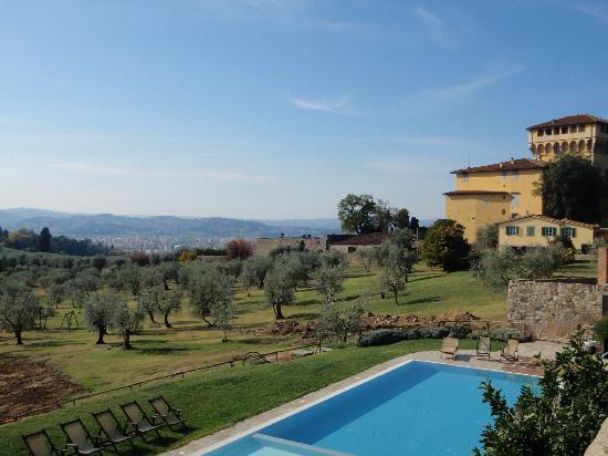 Fattoria Di Maiano: dalla piscina uno sguardo su Firenze