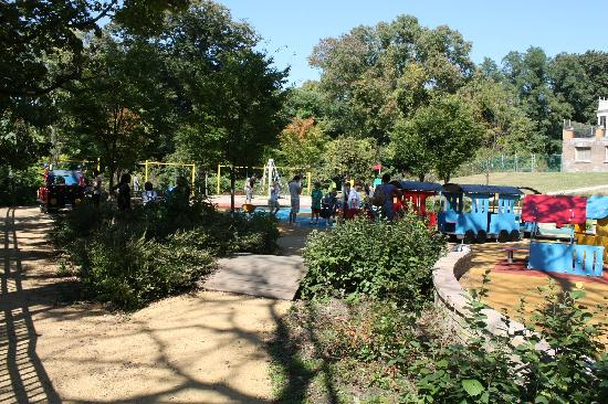 Smith Kids Play Place (Playground & Mansion): Bridge to the tot lot.