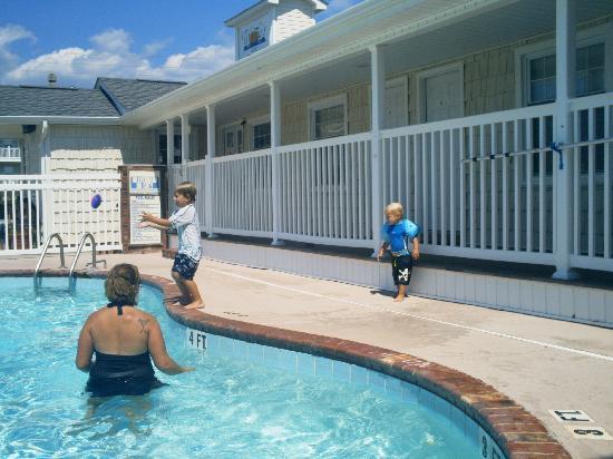 Tiffany S Motel Small Pool Near Al Office