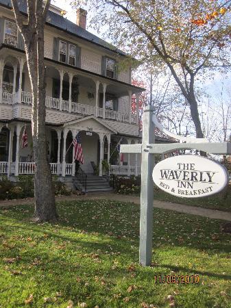 1898 ويفرلي إن: Front of Waverly Inn
