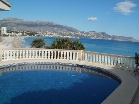 Hotel La Riviera: Hotel pool & view from the patio