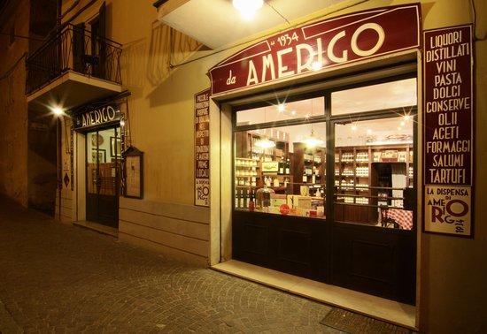 Savigno, Italie : entrata trattoria e dispensa