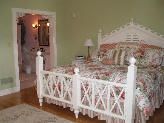 Rocky Springs Bed & Breakfast: Inside, one view