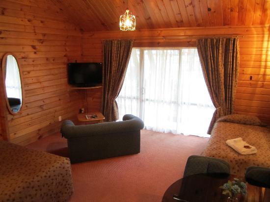 Alpine Lodge Motel : Chalet Styled Studio