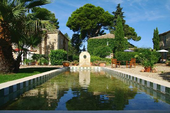Chateau les Sacristains: Der Brunnen im Innenhof