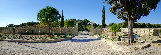 Der Eingang zum Chateau les Sacristains