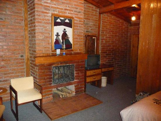PuertoLago Country Inn: The fireplace