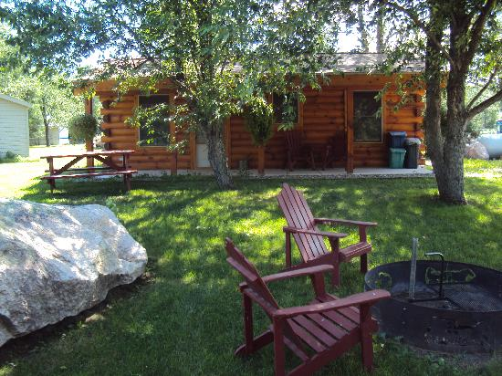 Spur of the Moment Ranch: Ash Cabin - Sleeps 4 - Wildlife Theme