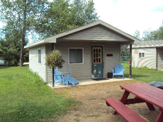 Spur of the Moment Ranch: Birch Camping Cabin - Sleeps 6