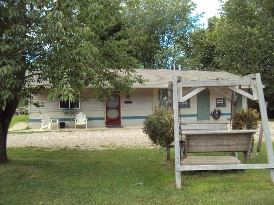 Spur of the Moment Ranch: Buckhouse Camping Cabin - Sleeps 8