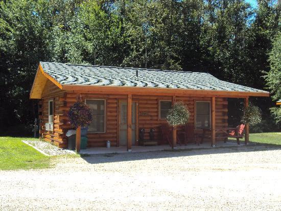 Spur of the Moment Ranch: Maple Cabin - Sleeps 4 - Bear Theme