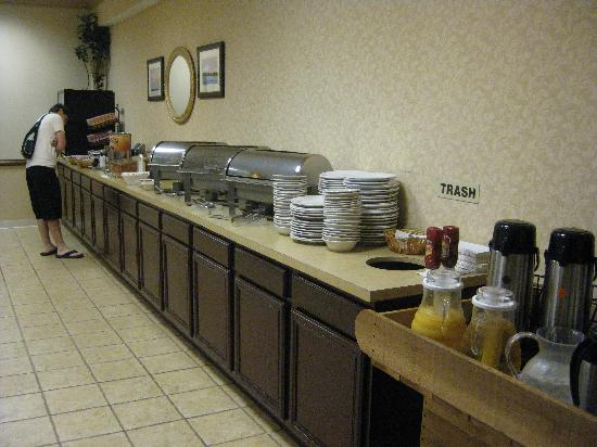 Old Colony Inn Alexandria: Breakfast Buffet