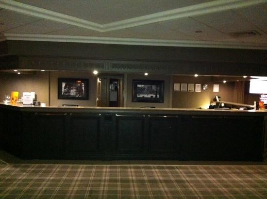 Village Hotel Coventry: a relaxing reception area in the evening
