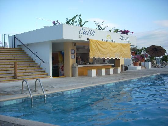 Park Royal Huatulco: pool bar