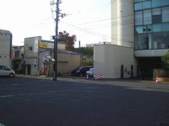 Smile Hotel Tomakomai: ホテル駐車場 ご宿泊の方は駐車料金が無料です