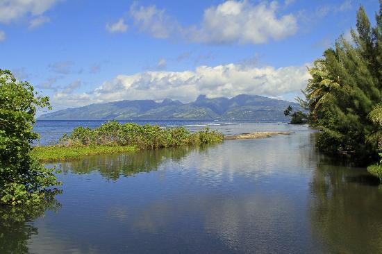 Tahiti Iti from the Faatautia bridge
