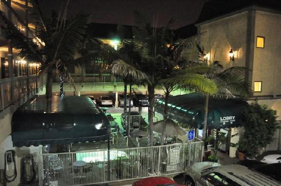 Best Western Airport Plaza Inn: Blick auf den Mini-Pool mit Eingangsbereich